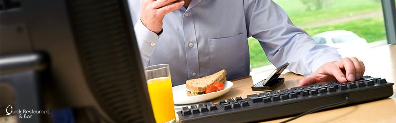svantaggi-mangiare-ufficio